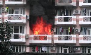 上海体育学院一男生寝室起火,校方称将加强用电安全教育