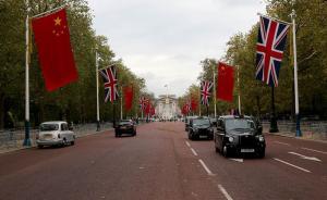梁振英回应伦敦赴宴迟到:路旁挂满中英国旗,停车拍照留念