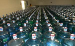 河北邢台多所中学收学生纯净水费,老师喝的由厂家免费提供