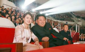 金正恩李雪主观看青峰乐团演出:艺术工作人员站在了时代前锋
