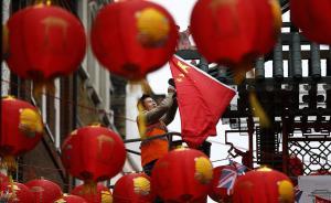 """伦敦华人华侨迎习近平访英,市中心电子屏打出""""近平,你好"""""""