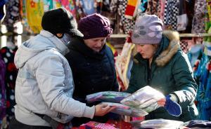 俄罗斯大妈组团来华扫货,狂买袜子赞质优价廉