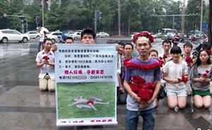 白血病大学生向刘永好女儿下跪求助,专家称跪错了对象