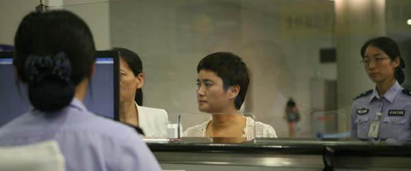 中国首次成功从南美洲遣返境外在逃经济犯罪嫌疑人
