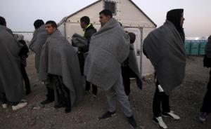 """国际移民组织:难民""""走私贩""""今年至少获益10亿美元"""