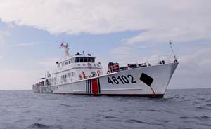 中国海警查获两艘非法作业越南渔船,将13名越南渔民遣送出境