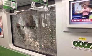 男子在上海地铁1号线砸碎车窗被抓获,具体案情尚在调查