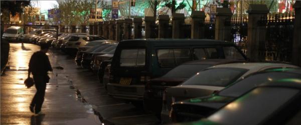 个别小区停车费暴涨,上海两管理部门建议恢复政府指导价