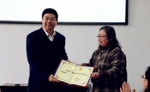 河南大学一女教师不写论文不报职称课堂爆满,退休特聘副教授