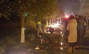 江西男子驾车冲撞人群已致4死18伤,数百群众寒夜现场悼念