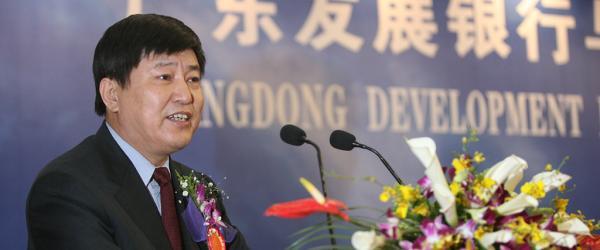 广州一国企原董事长转卖公司133套房产,一审获刑15年
