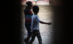 安徽池州一小学老师揪孩子头撞墙,教体局已责成学校严肃处理