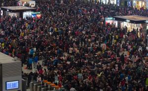 上海虹桥3万滞留旅客连夜发送完,高铁深夜运行限制不会改变