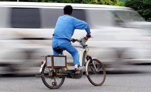 粗心父亲单手脱把致电动自行车翻车,3岁幼子命丧车轮下