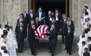 当地时间2016年2月20日,美国华盛顿,大法官斯卡利亚的葬礼举行。奥巴马缺席了斯卡利亚的葬礼。东方IC 图