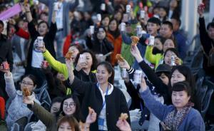 数千中国游客在韩国喝啤酒吃炸鸡:感觉自己立马变成全智贤