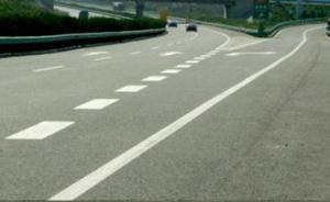 上海一司机在高速匝道内倒车200米,称没意识到这样违法