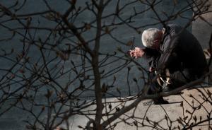 上海老年人权益条例重申精神赡养:不常回家看看或影响信用