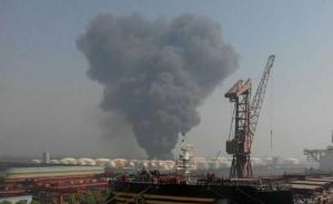 江苏靖江一化工仓库起火浓烟滚滚,曾屡遭居民投诉偷排污气