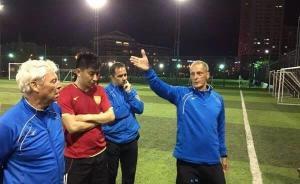 一个荷兰人来中国建草根足球队,居然请了名帅+三外援……