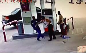山西交警加油站殴打工作人员,警方称事件属实当事交警被行拘