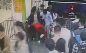 上海一地铁站早高峰险发踩踏,只因乘客将哑铃放在电梯踏板上