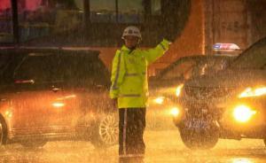 """广州暴雨全城被淹,公交车内水流成河雨水倒灌地铁""""成瀑布"""""""