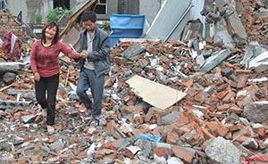 夫妻半夜被强行带走房遭拆,官方通报先称其漫天要价后又删除