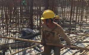 怕衣裤弄脏座椅,浙江海宁58岁建筑女工公交车上站了16站