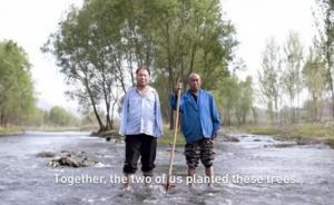 石家庄两位残疾老人相助种树15年达上万棵,视频火遍全球