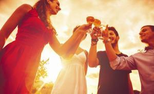 喝酒会增加幸福感?看看研究数据吧