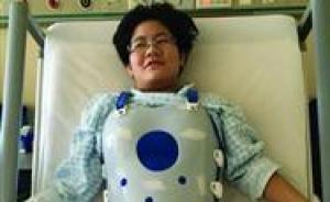 穿2公斤手术支具上考场,沈阳一女生或要床上俯卧答卷