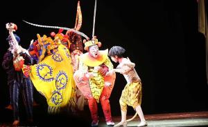 """2016年6月14日晚,上海,音乐剧《狮子王》全球首个中文版本在上海迪士尼度假区的""""华特迪士尼剧院""""举行首演,整台音乐剧除了观众熟悉的角色和场景外,亦添加了许多中国传统戏曲。 东方IC 图"""