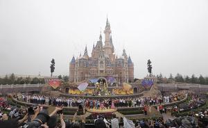 上海迪士尼开幕首日现场不售当天票,乐园外小镇也成热门景点