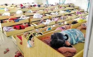 四川一幼儿园孩子被曝衣帽间午睡:紧邻厕所,有孩子曾中暑