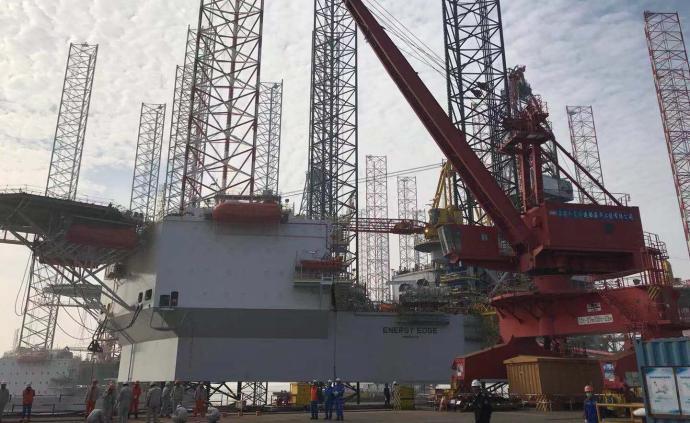 兩座海上鉆井平臺臨港新片區交付,為卡塔爾提供鉆井作業服務