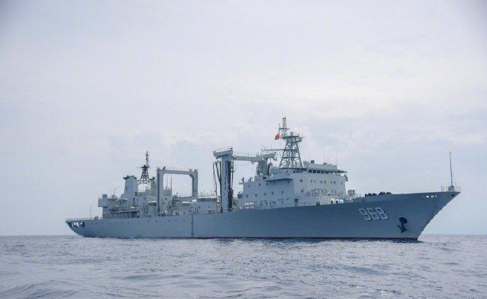 中國海軍第33批護航編隊可可西里湖艦開展遠海練兵