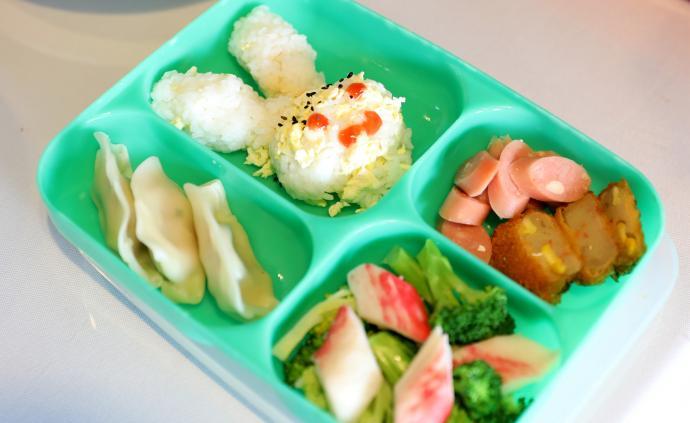 餐费不够,停牛奶减荤菜?杭州不少学校面临餐费紧张窘境