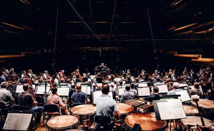 萊布雷希特專欄:空中交響樂團