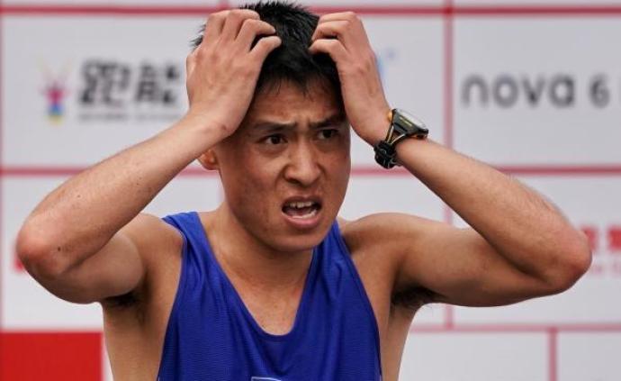 朝鲜选手东莞马拉松冲刺跑错路,智美体育:错误跟随转播车