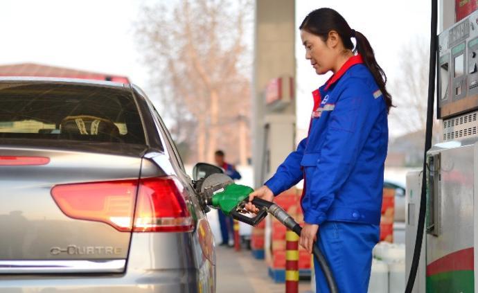 成品油價以上調收尾,加滿一箱92號汽油多花約9元