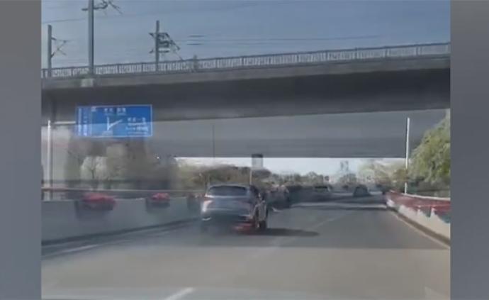 暖聞|小車行駛中自燃,網約車司機一路追趕喊停將獲公司獎勵