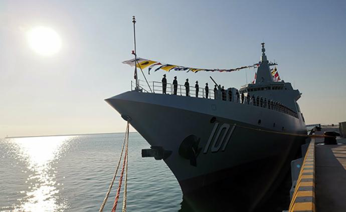 海军055型驱逐舰南昌舰在山东青岛正式入列