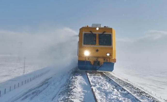 新春走基層丨值班員零下21度掃雪保列車安全
