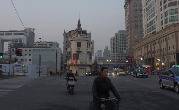 时差|中国上海:地铁上的人们,地面上的生活