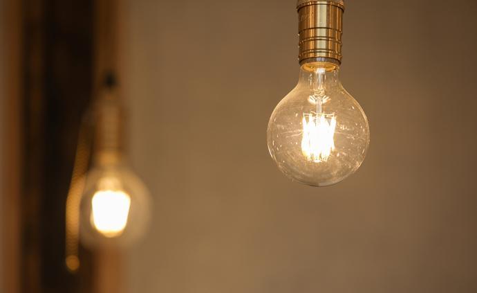 我們也許不需要燈光節,但是我們都需要一盞燈