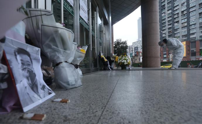 悼念 李文亮醫生,謝謝你來過!武漢市民自發前往醫院送別