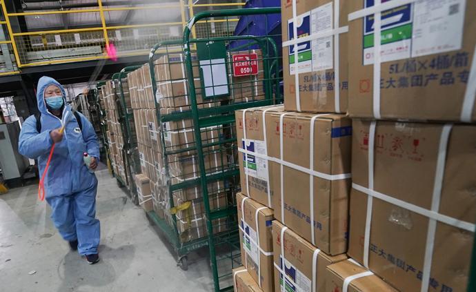 國家郵政局官員:通過快遞傳播病毒的風險極低,可正常接收