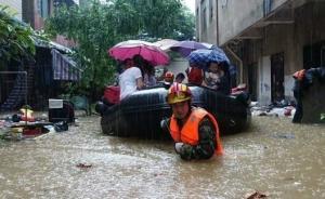 """武汉告急:暴雨致多处""""看海"""",一围墙倒塌致8人遇难"""