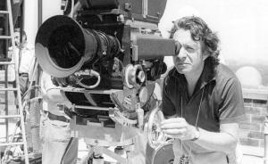 《爱情故事》导演阿瑟·希勒去世,享年92岁